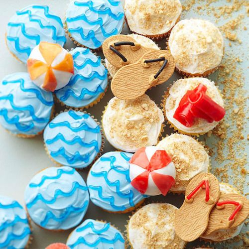 #boozybakerr:  Swimming Party Cupcakes                              …