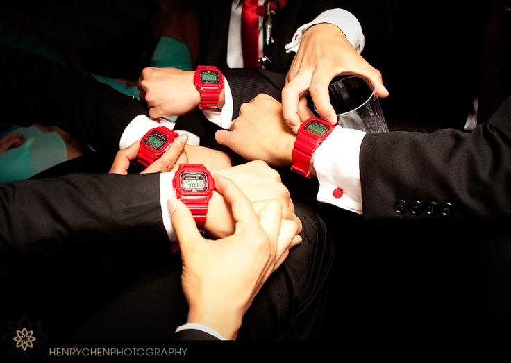 Cool groomsmen gifts #red #wedding