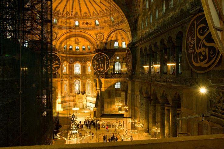 Vnitřní prostor chrámu Hagia Sophia