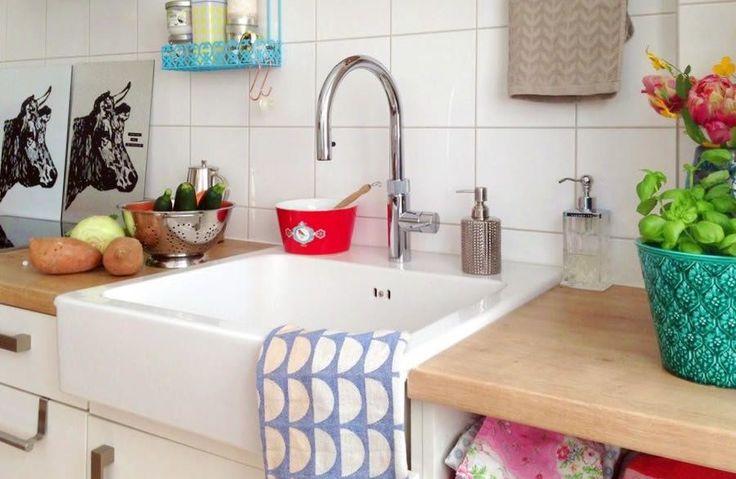 Jahresrückblick 2017: Die 17 beliebtesten Wohnungsbilder und was sonst noch geschah   SoLebIch.de  Foto: katrinsche  #solebich #wohnen #wohnideen #einrichtung #einrichtungsideen #deko #dekoration #dekoideen #decor #homedecor #küche #kitchen #küchenideen #küchendeko #spüle #wasserhahn #kochendwasserhahn #landhausspüle  #landhaus #interior