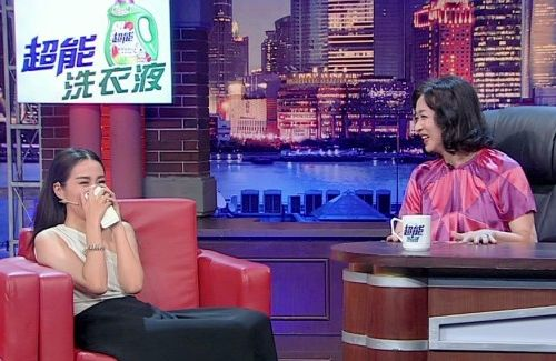 Michelle Ye opens up about her boyfriend for the first time in the talk show, The Jin Xing Show.