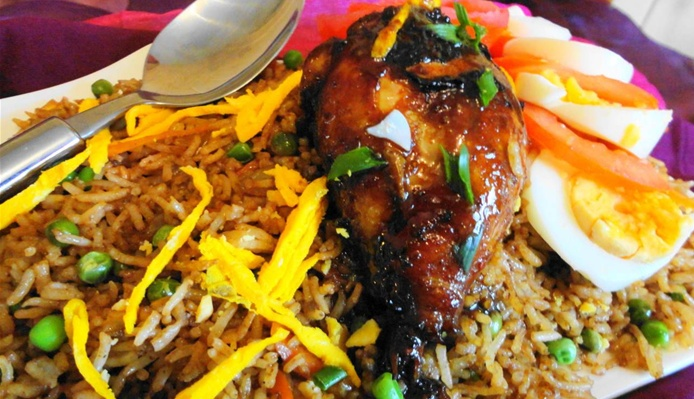 Nasi met geroosterde kip