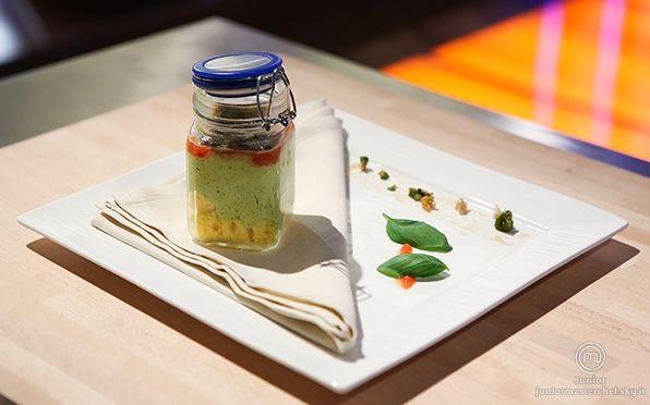 Cremoso al basilico con pan di spagna, croccante, pinoli e pistacchi con coulis di pomodoro di Nicolò