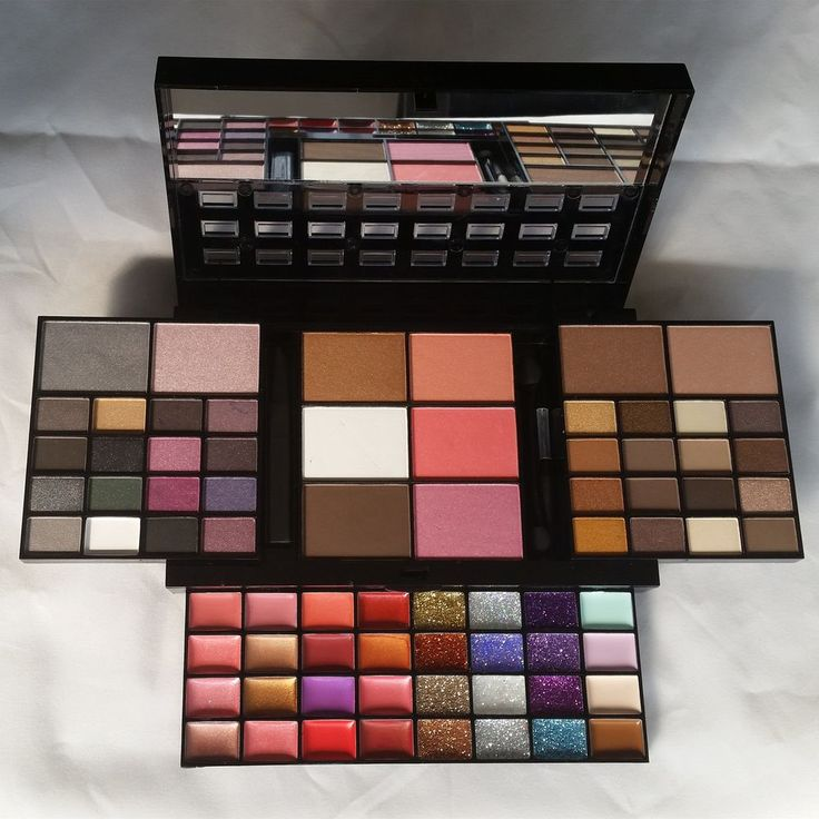 Sminkset med 74 olika färger via Make Up Sweden - Billigt smink med fri frakt online!. Click on the image to see more!