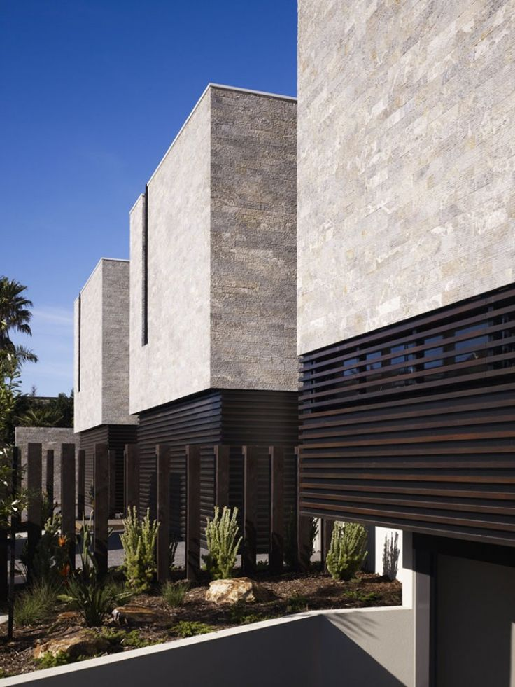 Aspendale Beachfront Apartments / Wolveridge Architects