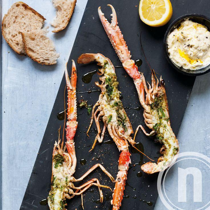 Grillet jomfruhummer med persillepesto - opskrift af Dansk Fisk