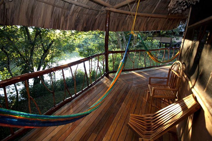 É sempre verão... E você pode relaxar na rede desta mansão em Belize. http://br.luxuryestate.com/p19231541-propriedade-em-venda-punta-gorda