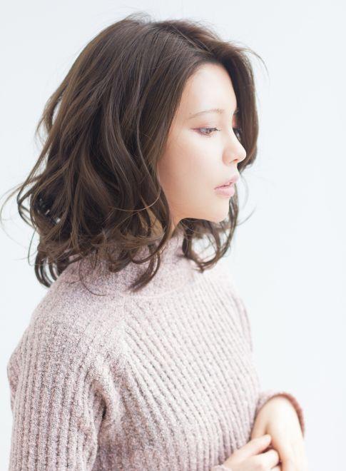 小顔に見えるカジュアルウェーブミディ【Ramie】http://beautynavi.woman.excite.co.jp/style/detail/51850?pintt≪ #mediumhair #mediumstyle #mediumhairstyle #hairstyle・ミディアム・ヘアスタイル・髪形・髪型≫