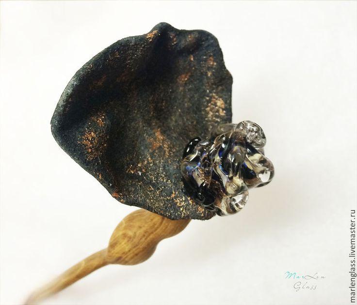Заколка палочка для волос - Танцующая в темноте - авторский лэмпворк, ручная работа по дереву и коже. Handmade glass, leather and wood hair stick, MArLen Glass