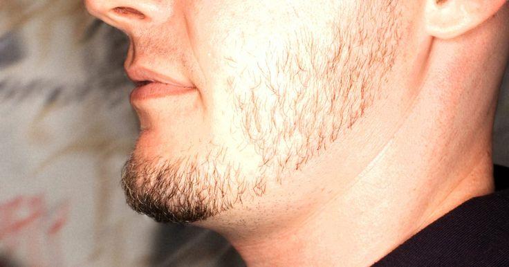 Cómo integrar las patillas en una barba. Integrar tus patillas en tu barba es esencial para mantener la forma de tu barba y esto puede ser un desafío para los hombres con barba novatos. Las barbas puede crecer desparejamente en partes diferentes de la cara, requiriendo cortes y retoques frecuentes. Para integrarlo más fácilmente, es mejor recortar tu barba antes de cortar tus patillas ...