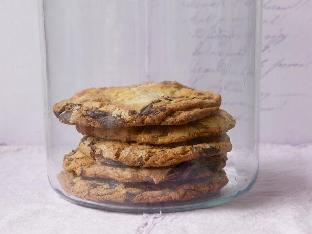 a new way to make an old favorite... chef Jacques Torres' spin on chocolate chip cookies: Chocolate Chips, Torres Chocolates, Chocolates Chips Cookies, Choc Chips Cookies, Jacques Torress, Cookies Recipes, Chocolate Chip Cookies, Serious Eating, Torress Chocolates