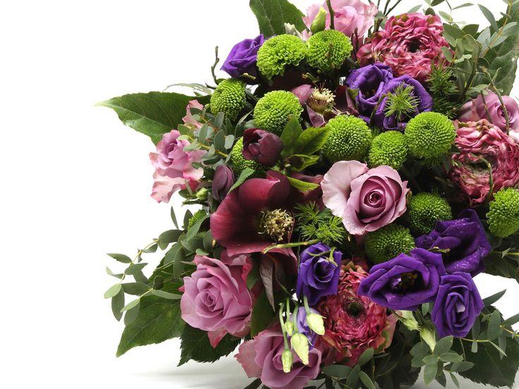 Lenyűgöző lila vegyes virágcsokor    #flowers#bouquet#viragszoro#viragszoroviragkuldes#purple#rose#raninculus#lizianthus#helleborus#chrisanthimum