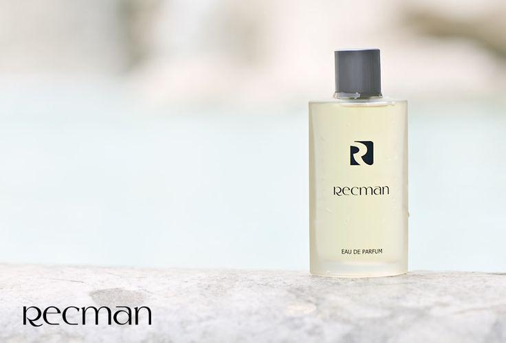 Świeży, czysty, jedyny w swoim rodzaju zapach, którego podstawą jest bardzo męska, drzewno-korzenna kompozycja przeplatana orientalnym tonem wetiweru oraz aromatem cedrowym. Zapach ożywiają soczyste brzmienia owoców cytrusowych, jabłek oraz bergamotki. Woda perfumowana Recman to zapach dla energicznego i eleganckiego mężczyzny. Zapraszamy do salonów Recman.