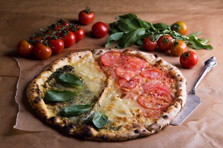 Una pizza davvero speciale, una gioia per gli occhi e un piacere unico per il palato, e poi è anche patriottica: la tricolore è l'ideale per oggi, 25 aprile,