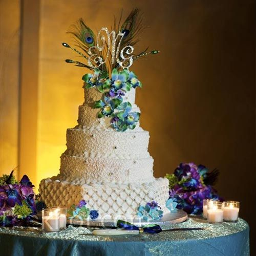 Peacock Feather Wedding Decorations | ... Look Of Wedding Cake With Peacock  Feathers Decoration