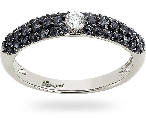 Anello in oro bianco/nero 18 kt. con 0.64 ct. di diamante nero e 0.11 ct. di diamante.