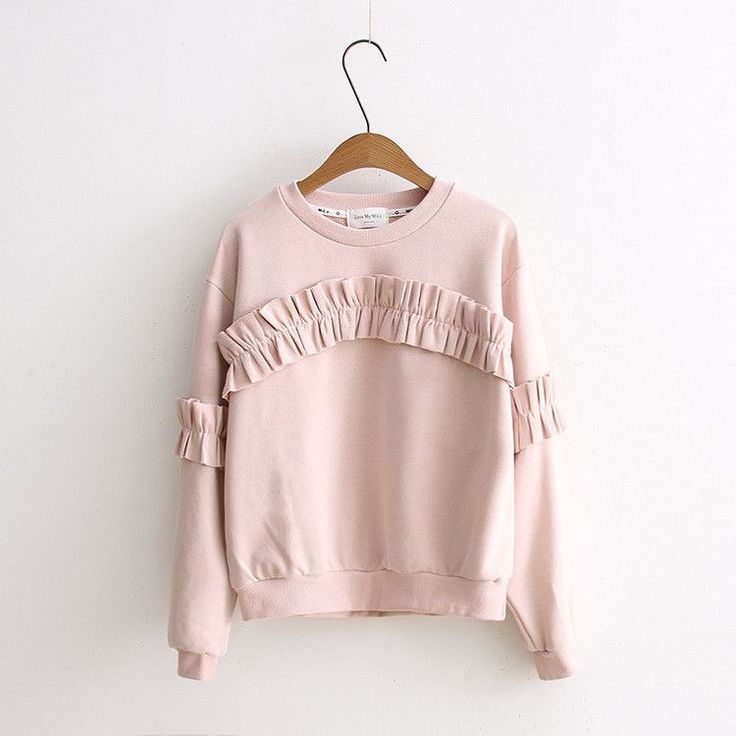 What a lovely top with vintage inspired designs. This sweatshirt has frilly ruffles placed at the bodice in an arch structure, extending onto the sleeves on the elbows. In light pink color, this simpl