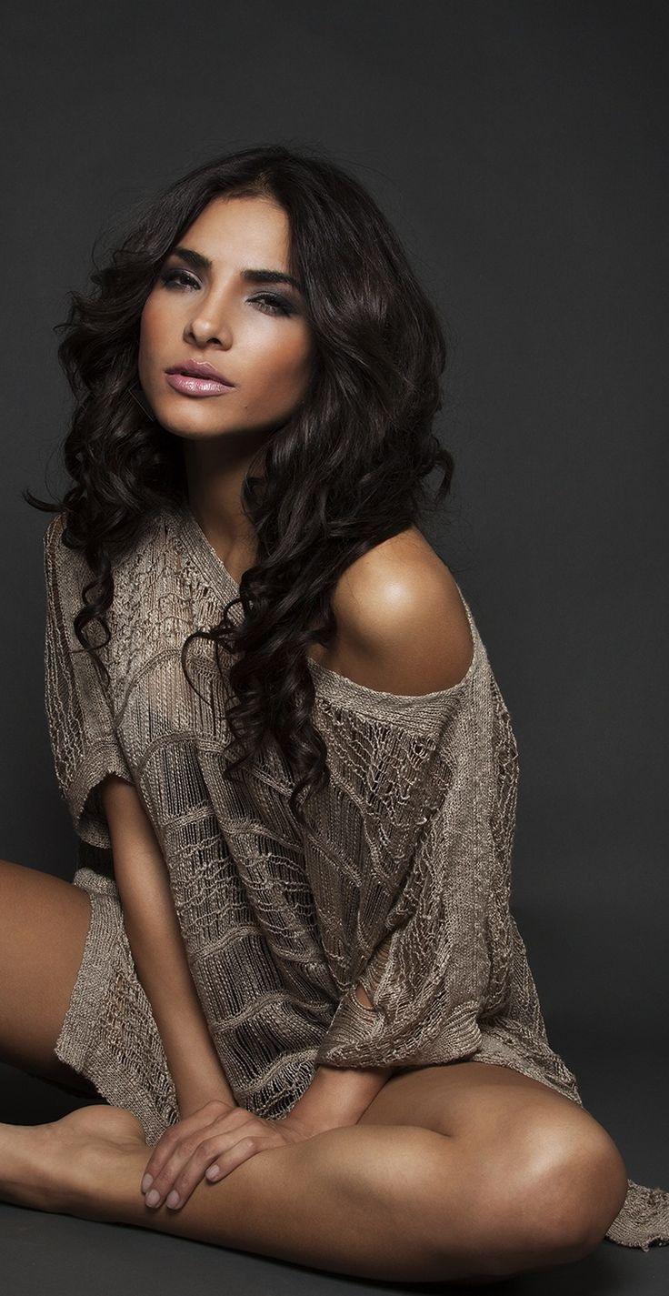 Alejandra Espinoza love her hair and make up