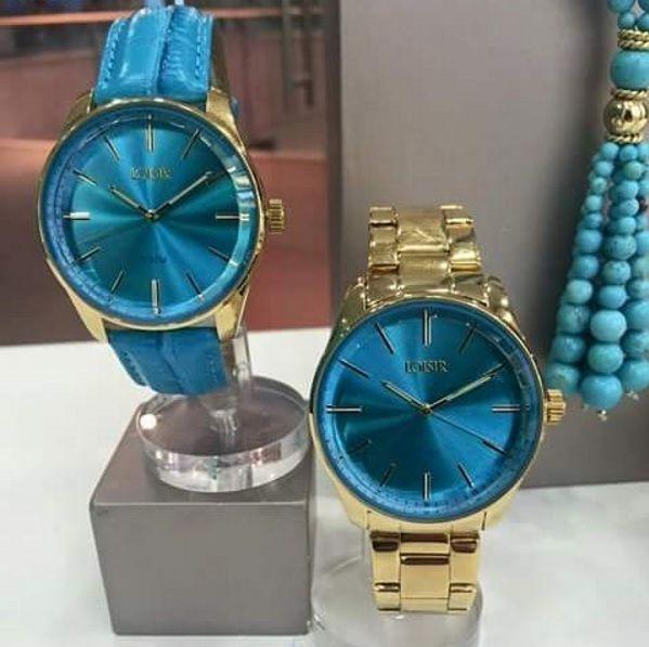 """Kijken alle turquoise liefhebbers mee 😍! De trendy """"Facet"""" horloges zijn superleuk vinden jullie ook niet? Met deze fleurige kleurencombinatie geef je iedere outfit een update. Link in bio voor meer👏 . . ."""