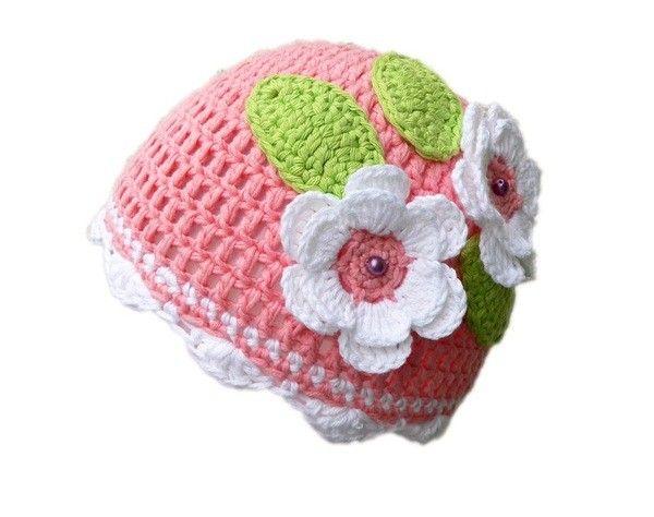 Gratis Häkelanleitung: Lad Dir gleich das Freebook runter und leg los mit der Häkelnadel und Wolle, damit die Babymütze mit Blumen-Deko bald fertig ist.