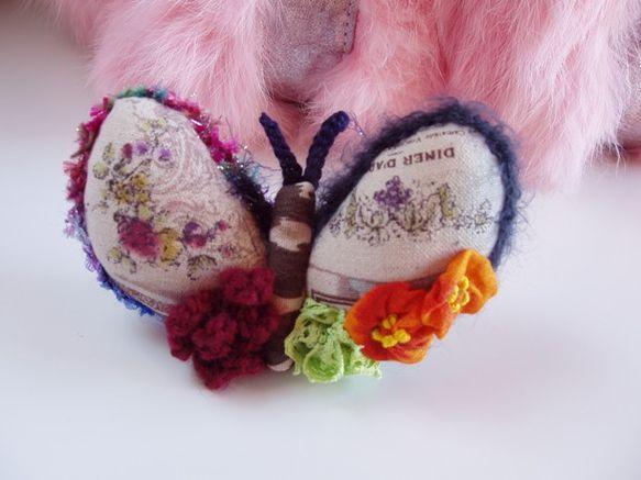 レトロな蝶とサバンナの蝶との、ハーフな蝶のラムちゃんです。羽はレトロで、ボディはサバンナです。ミックスな血筋の影響かわかりませんが、ラムちゃんの羽飾りは色の組...|ハンドメイド、手作り、手仕事品の通販・販売・購入ならCreema。