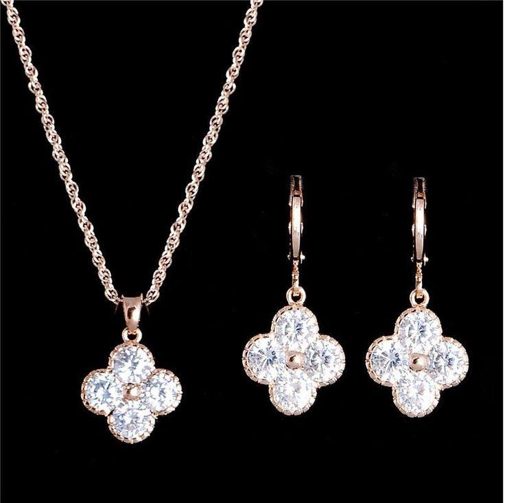 set bijuterii cu cristale swarovski http://www.bijuteriifrumoase.ro/cumpara/set-bijuterii-gold-filled-1549