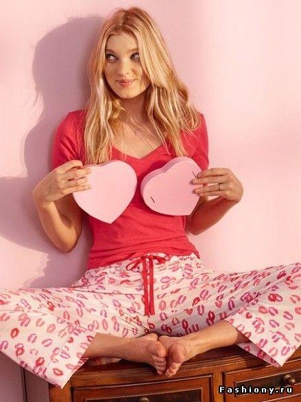 Эльза Хоск прорекламировала домашнюю одежду Victoria's Secret