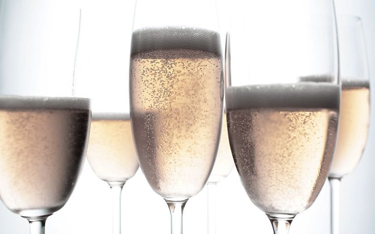 Italian prosecco outsells French champagne in Britain, new research shows