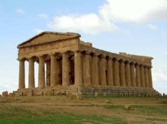 Il Parco archeologico della Valle dei Templi, uno dei più suggestivi d'Italia, comprende il tempio della Concordia, il tempio di Giove e il tempio dei Dioscuri. #Agrigemto