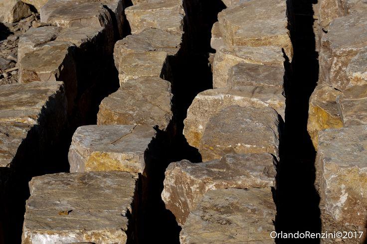 Squadratura della pietra antica  Per realizzazione scale esterne
