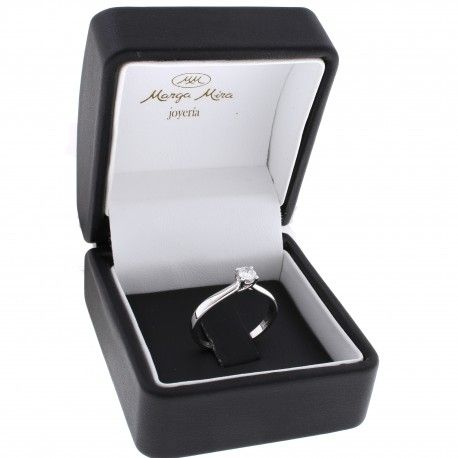 Muero de amor! ...por este anillo de diamante! Este anillo está hecho en oro blanco de 18 kilates con un diamante de 0,19kts. alicante joyeria marga mira | anillos de compromiso diamante | anillos de compromiso precio | anillos de compromiso alicante | anillos de compromiso oro blanco | joyeriamargamira.com/content/10-anillos-compromiso-alicante | #joyerias #alicante #anillos #wedding #ring #gold #oro #alacant #costablanca #jewellery #diamonds #style #luxury # bodas | https://goo.gl/B7Svro