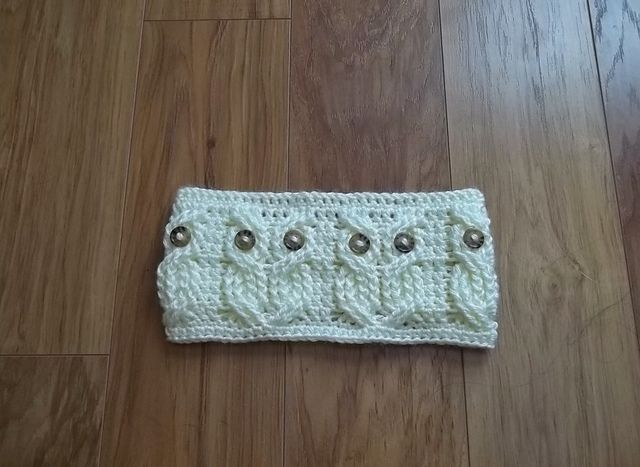owl headband/ear warmer. tapered in the back...bet i could figure out how to do this without the pattern...