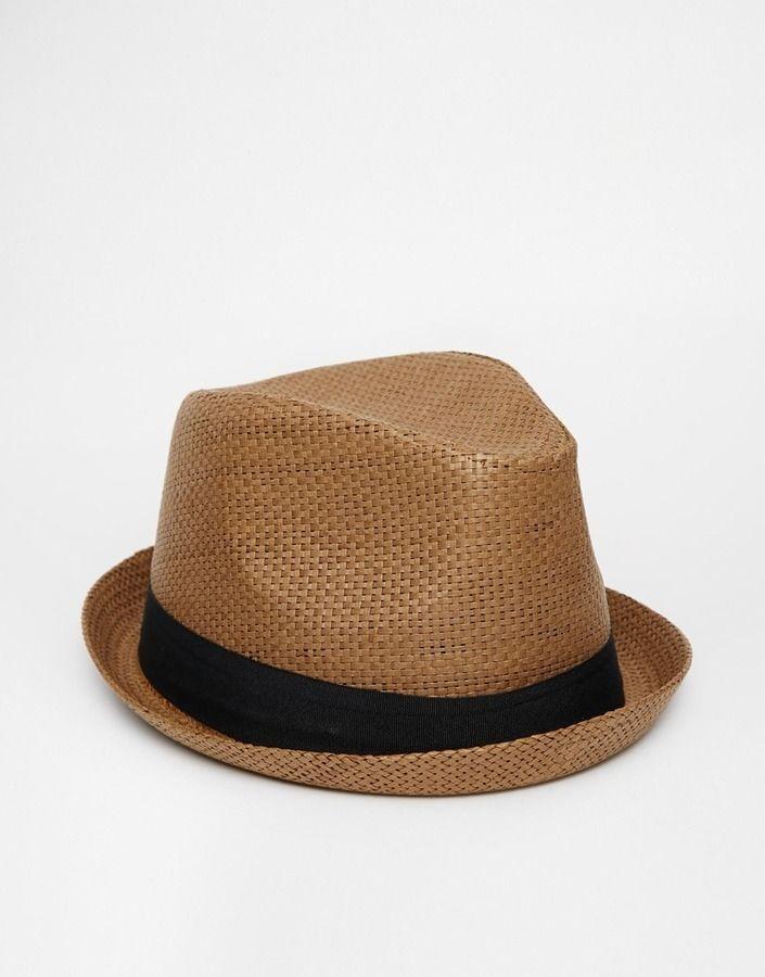 €20, Brauner Strohhut von Asos. Online-Shop: Asos. Klicken Sie hier für mehr Informationen: https://lookastic.com/men/shop_items/310437/redirect