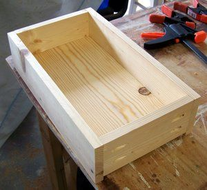 How to build drawers with pocket screws and the Kreg pocket hole jig.