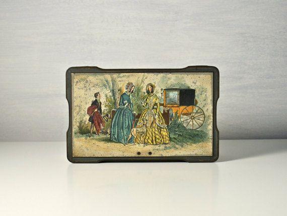 Vintage toffee tin. Victorian ladies & coach scène. Oude Engelse zoete doos. Clarinco, Londen. Candy metalen container.