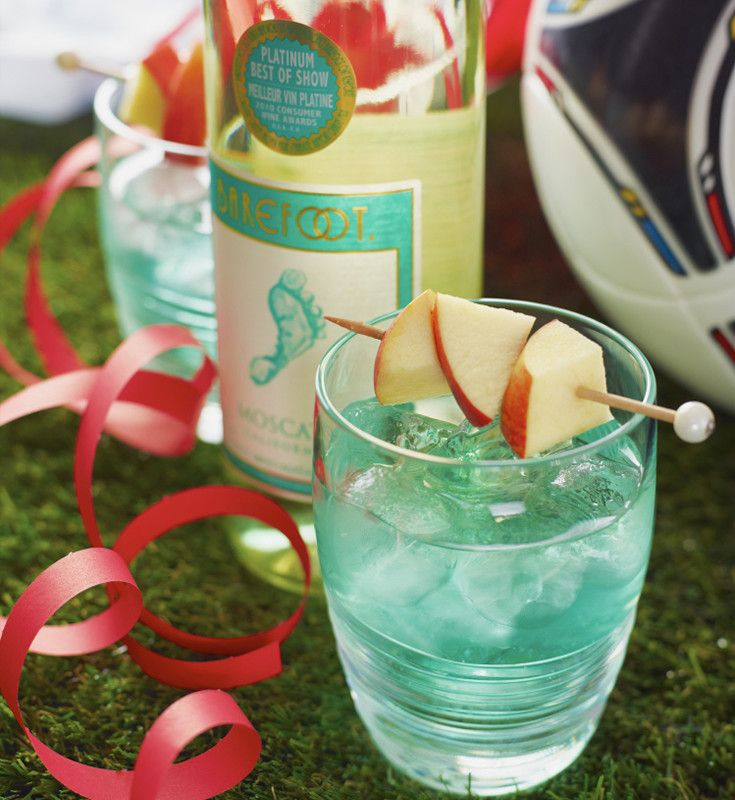 Euro foot-tini 3 measures Barefoot Moscato 3/4 measure Blue Curaçao 1/2 measure lime juice