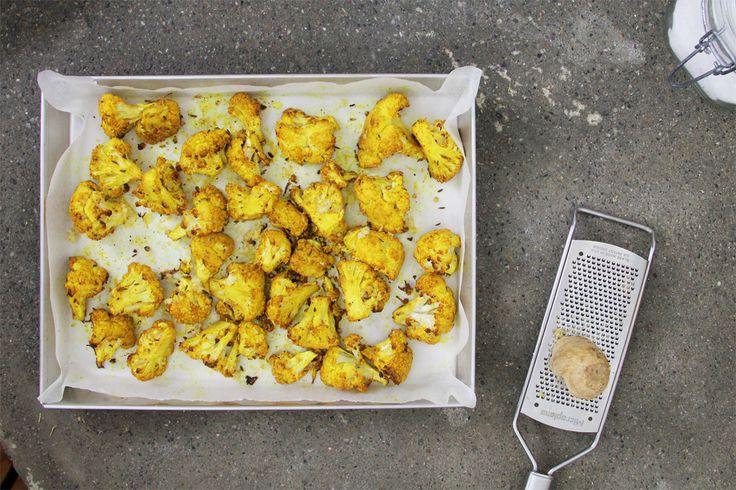 Abbiamo preparato i cavolfiori arrosto usando una miscela di spezie indiane. E' una ricetta molto semplice dai sapori etnici.