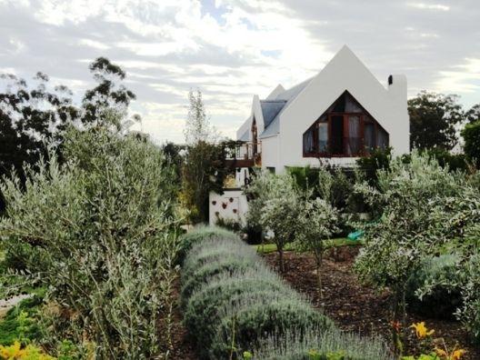 Wellington, South Africa • Wine estate living - exquisite valley in Wellington • VIEW THIS HOME ► https://www.homeexchange.com/en/listing/147983/
