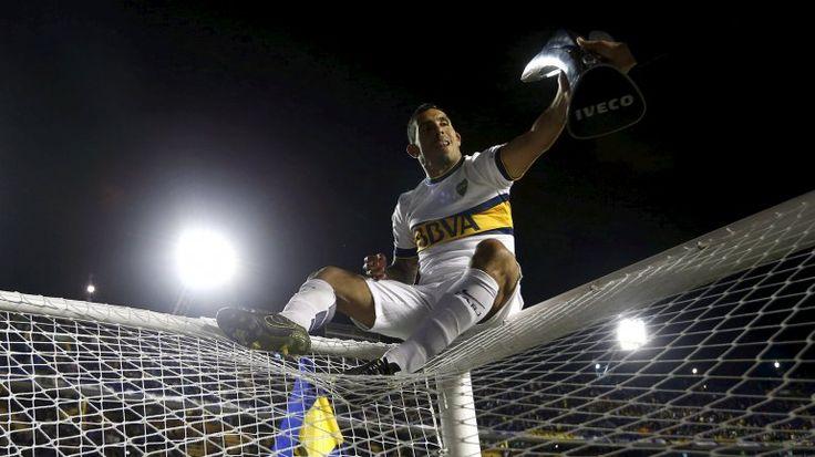Carlos Tévez. Festejando el título nº 31 de Boca Juniors en la Primea División de Argentina