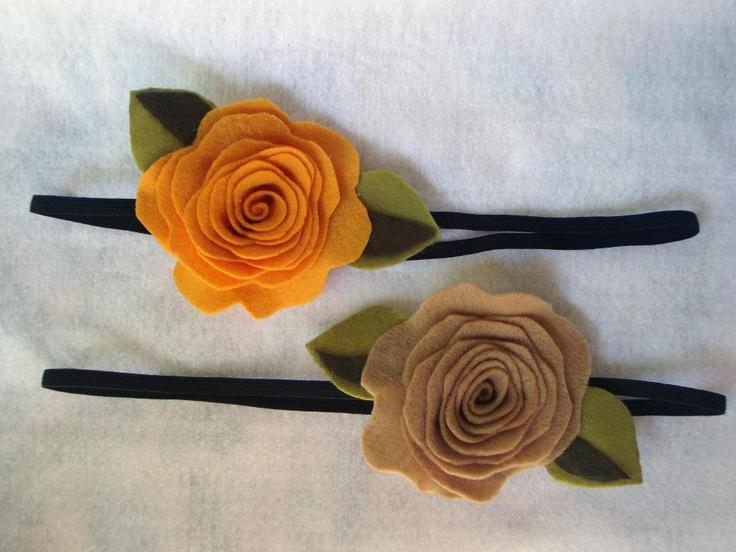 Tiaras usadas de 4 maneiras, com ou sem elástico, com ou sem presilha, com ou sem arquinho ou como broche em roupas ou bolsas.
