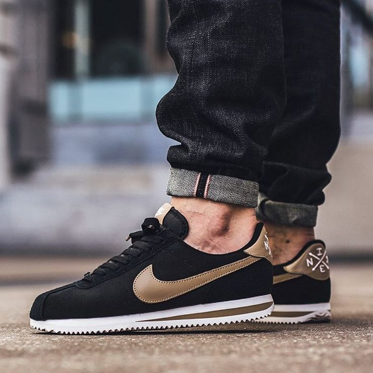 black nike cortez mens
