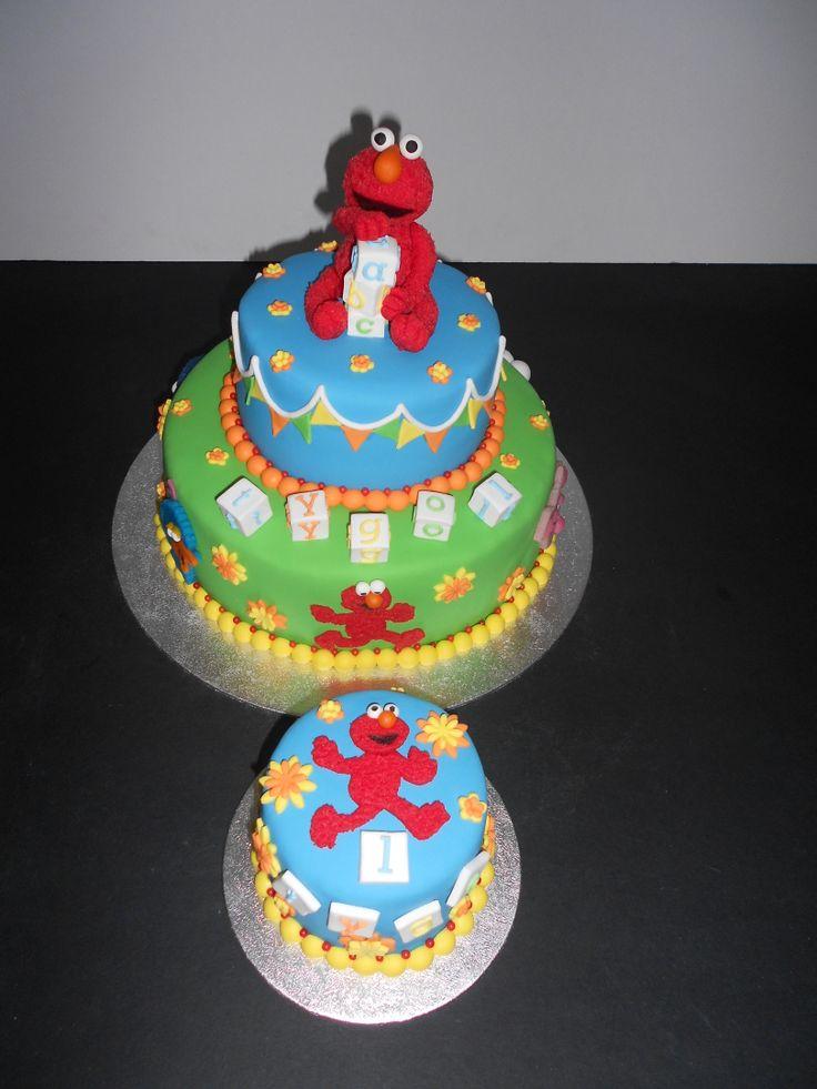 Sesamstraat thema taart met geboetseerde Elmo Sesame straat theme cake with Elmo