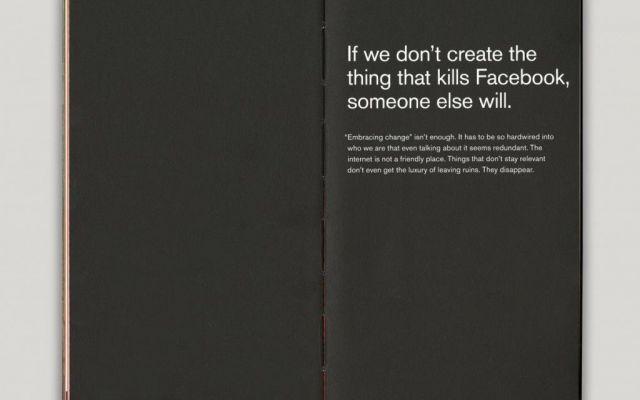 Finalmente svelato il contenuto del Libro Rosso di Facebook Finalmente svelate alcune pagine del misterioso Libro Rosso di Facebook. Quando nel 2012 il social network ha toccato il miliardo di utenti, Zuckerberg ha deciso di consegnare a tutti i dipendenti un #faebook #libro #marketing