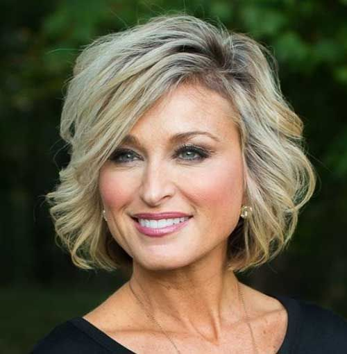 Short Haircuts for Over 50 Elegant Ladies