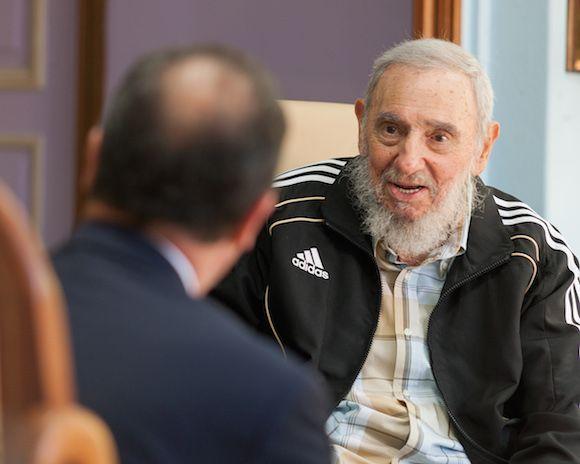 Rompiendo Muros: Presidente francés visita a Fidel Castro en La Hab...