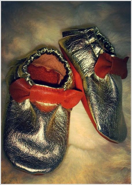 golden leather bow baby moccs