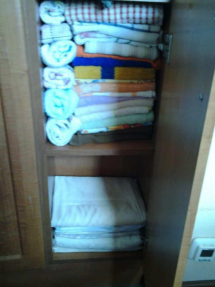 Хранение полотенец и скатертей на кухне.