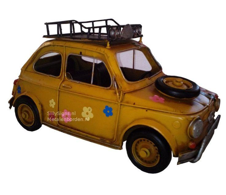 Nieuw Binnen Fiat 500 Hippie Geel Model Auto Blik    Deze prachtige Model Auto's brengen het retro gevoel van vroeger helemaal terug ! En het leukste is ze rijden nog ook ! formaat: 32 cm x 15 cm x 17 cm materiaal: gerecycled metaal Word geleverd in een stevige kartonnen verpakking Een mooi geschenk voor uzelf of om cadeau te geven ....