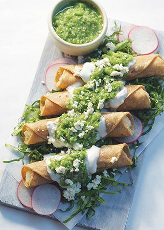 Receta de tacos dorados con salsa verde cruda - Cocina Vital