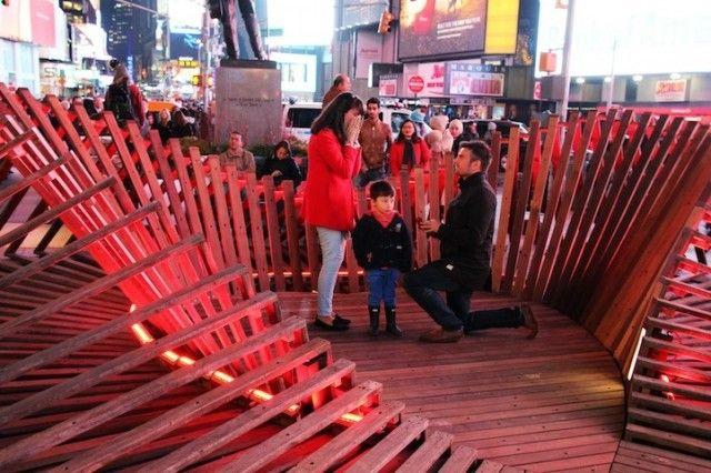 Le streetmarketing peut vous donner de très belles idées pour vos demandes en mariage! It's so beautiful! Times Square's New Heart3 @Creative Gang